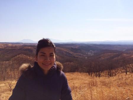 阿蘇山を背景に。