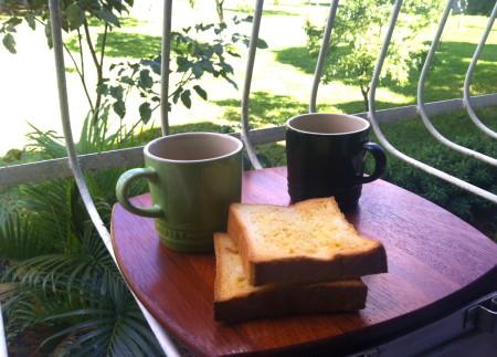 コーヒーにバターを塗ったパンが、ブラジルのお決まりの朝食。