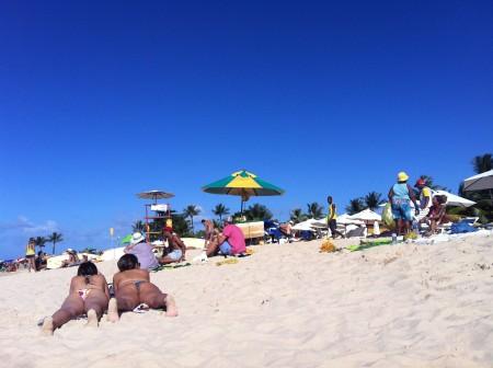 ブラジルでは、母も娘もタイニーBIKINI♡